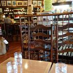 三和珈琲館 六本松店 - 店内。