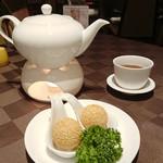 エンプレスルーム - 揚げ胡麻団子