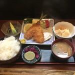 珍山海 - アジフライ定食、ご飯大盛り。