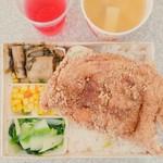食全池上便當 重慶店 - 香酥雞排飯 85元。