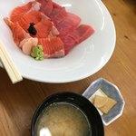 宮本商店 - 本マグロとサーモン丼