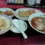 8745761 - ラーメンセットと餃子