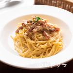 イタリアン酒場 バール ジーニョ - パスタのおいしさを極めた絶品茹で加減、濃厚でクリーミーなソースはクセになる味『カルボナーラ』