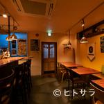 イタリアン酒場 バール ジーニョ - 優しい灯りに包まれた空間で二人の時間を満喫