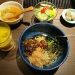 赤身焼肉 寿香苑 あかつき - 肉のせビビンバランチ