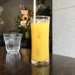 スープカリー専門店 元祖 札幌ドミニカ - クーポンオレンジジュースです。