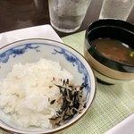 姫蛍 - 白飯&じゃこヒジキ!赤出汁!