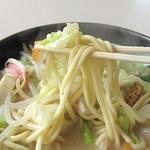 8746956 - 麺は極太麺ですが食べやすい