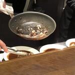 ワインレストラン ドミナス - ハンガリー産鴨モモ肉のコンフィカレー