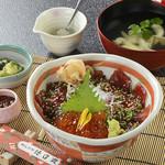 徳造丸 魚庵 - 漬け魚いくら丼