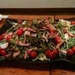 野菜居酒屋のんき - 葉物、菜物、プチトマトが満載のサラダ