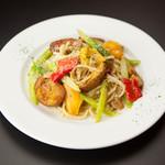 2種のジャガイモと彩野菜のペペロンチーノ