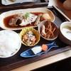 魚魚亭 - 料理写真:煮魚定食 1058円