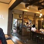 青崎山荘 - 店内綺麗。