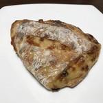 季節の酵母パン punch - 国産レモン酵母 ドライトマトとチーズのリュスティック