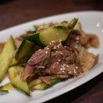 天外天刀削麺 - 牛タンとモツの四川風和え