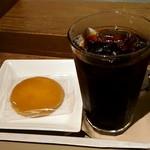 87492174 - レモンクッキーとアイスコーヒー