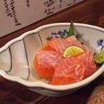 立ち飲み じんべえ - 1806_立ち飲み じんべえ_(静岡)富士山サーモン@480円 脂が乗ってて美味しい!