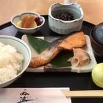 鈴波 - 鈴波定食(銀鮭の味醂粕漬)