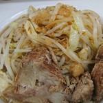 ラーメン荘 歴史を刻め なかもず - 豚ラーメン:野菜マシカラメあと普通♪