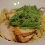 俺のフレンチ 博多 - 博多一番鶏と季節野菜のペペロンチーノ