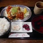 釜焼鳥本舗おやひなや - ピリ辛鶏唐揚げ定食¥750-