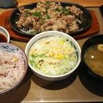 やよい軒 フォレオ大阪ドームシティ店  - 特盛牛焼肉定食