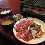 焼肉ひげ - 焼肉ホルモン定食〜(^.ー^)b ¥1200円・:*+.:+