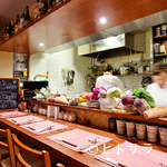 旬菜リビング キョーヤ - 女性一人でも気軽に立ち寄れる、居心地の良いカウンター席