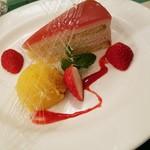 ビストロ・デ・ポン - デザート「苺のムースケーキとマンゴーシャーベット」