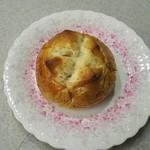 87525853 - 紅茶とりんごのパン