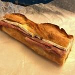 DEAN & DELUCA - ●コットハム&ブリーチーズのサンドイッチ1000円