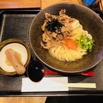 山下本気うどん - 牛肉冷玉うどん(990円)