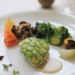 レストラン ペタル ドゥ サクラ - 鯛を蒸しあげて。ズッキーニをのせて