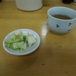 とんかつ いちかつ - お新香とお茶