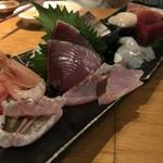 魚真 - 刺身盛り合わせ