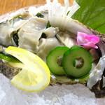 旬のダイニング 十二の月 - 海のミルク、夏の岩牡蠣。トロッとした濃厚な旨み!
