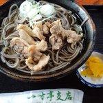 一寸亭 - 冷たい肉そば(650円)