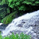 8754181 - 湯滝の優美な姿(滝上から)