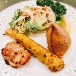 87544956 - 前菜の盛合せ(チキンティッカ、シシカバブ、サモサ、サラダ)