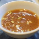 中華 味一 - 【炒飯+半餃子@税込820円】スープ