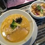ヌードルズキッチン ガナーズ - 「濃厚鯛そば こってり腹脂」と「炙りチャーシュー丼」