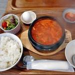 コッテジ - 豆腐チゲランチ(激辛; ご飯大盛り)