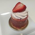 87548993 - ホワイトチョコレートムースにピスタチオクリームや苺のコンポート、Harmonie(アルモニー)594円