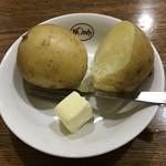 87550142 - バターの塩気がジャガイモをより高みに笑