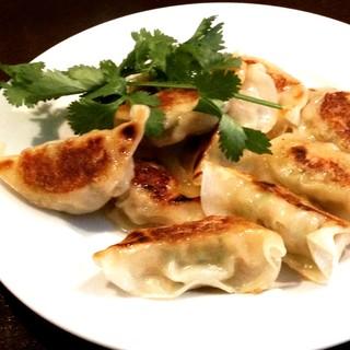 鴨コンフィから手づくり餃子まで❗️旬の食材も。