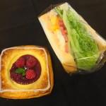 87556161 - 木苺のデニッシュ:目玉焼きBLTサンド