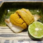 87559298 - 長崎のまな鰹の塩焼きに紫雲丹