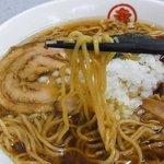 丸幸 - ラーメン(390円) 蕎麦粉入り麺
