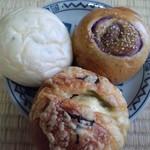 8756496 - グラハム照り焼きチキンパン、さち紫いもあんパン、塩豆大福パン